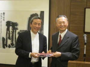 President presented a souvenir to guest speaker Dr York Liao