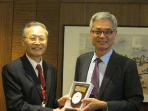 President was presenting a souvenir to guest speaker Prof. Shyy